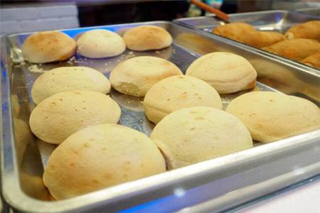 创业加盟是学西点好还是做面包好?